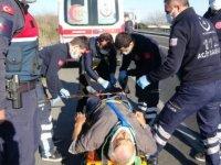 Aydın'da, karşı şeride geçen minibüsteki 3 kişi yaralandı
