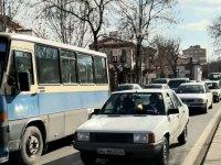Başkent'in ana arterlerinde araçlar güçlükle ilerledi