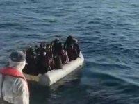 Çeşme ve Dikili'de 94 kaçak göçmen yakalandı, 23 göçmen de kurtarıldı