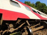 Mısır'da trenin raydan çıkarak devrilmesi sonucu 100'den fazla kişi yaralandı