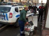 Kovid-19 hastası oğul, kaza yapan babasının yanına geldi