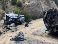 Adana'da kamyonet ile cip çarpıştı: Aynı aileden 3 ölü, 3 yaralı