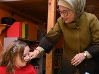 Emine Erdoğan'dan çocuklara: Kalbimiz, vatan sevgisinin doğduğu ev, bayrağımızın dalgalandığı topraktır