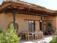 Uşak'ta icradan satılık kerpiç ev