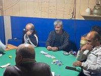 Kısıtlamalara rağmen kahvede kumara 28 bin lira ceza