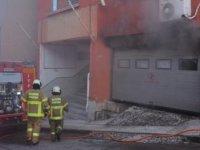 Balıkesir'de PTT binasında çıkan yangında bir çalışan dumandan etkilendi