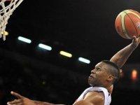 Russell Westbrook NBA tarihinin 'triple double' rekorunu egale etti