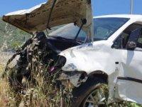 Zeytinliğe yuvarlanan aracın sürücüsü ağır yaralandı