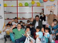 1000 yetim çocuğa giysi yardımı