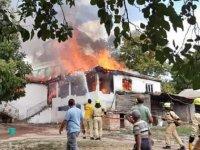 Şarköy'de yanan 2 katlı ev kullanılamaz hale geldi