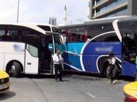 Eyüpsultan'da otogar çıkışı iki yolcu otobüsü kaza yaptı