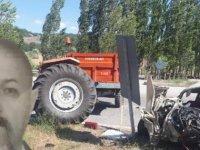 Çorum'da otomobil ile traktör çarpıştı: 3 ölü, 2 yaralı