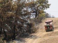 Manavgat'ta rüzgarın etkisiyle çalışmalar güçlükle ilerliyor