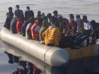 İzmir'de 61 kaçak göçmen kurtarıldı