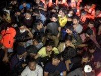 Çanakkale Boğazı'nda yelkenli teknede 58 kaçak göçmen yakalandı