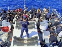 İzmir açıklarında 105 kaçak göçmen kurtarılırken, 87 kaçak göçmen yakalandı