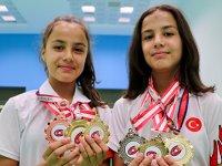 Badmintonun ikizleri ay yıldızlı formayla Avrupa'da raket sallayacak