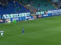 Erhan Çelenk gole giderken topu taca attı