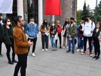 Başkent'e okumaya gelen öğrencilere kent gezisi