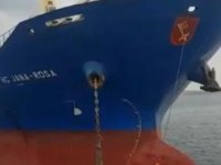 Çanakkale Boğazı'nda makine arızası yapan gemi güvenli bölgeye çekildi
