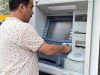 ATM'de unutulan 10 bin TL'yi bankaya teslim etti