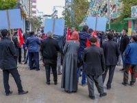 Vanlı aileler çocuklarına kavuşmak için HDP İl Başkanlığı önündeki eylemlerini sürdürdü
