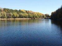 Çubuk'taki Karagöl Tabiat Parkı ziyaretçilerini sonbahar renkleriyle karşılıyor