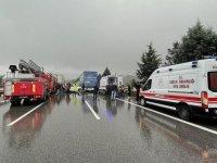 Anadolu Otoyolu'nda 23 aracın karıştığı zincirleme kazada 17 kişi yaralandı