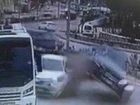 Bodrum'da 2 otomobil ve 1 minibüsün karıştığı kaza kamerada
