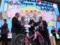 Başkan Demirel dereceye giren öğrencileri ödüllendirdi