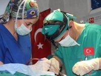 Türk doktorlardan Sudan'da 100 ameliyat