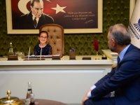 Ertürk koltuğunu minik Elif'e bıraktı