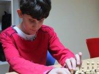 Görme engelli çocuklar satrançla tanıştı