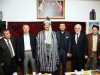 Yerel kıyafetle Afgan gecesi