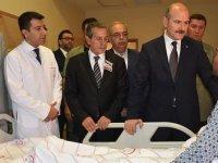 İçişleri Bakanı Soylu yaralı askerleri ziyaret etti