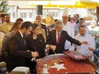 Hacı Bayram'da 4 ton aşure dağıtıldı