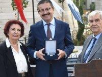 """Veysel Tiryaki'ye """"Üstün Hizmet Ödülü"""""""
