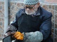 78 yaşındaki ayakkabı boyacısının çalışma azmi