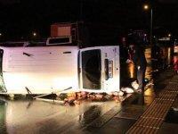 Virajı alamayan minibüs devrildi: 5 yaralı