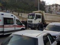 Trafiğe kapalı yolda hafriyat kamyonu dehşeti