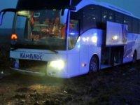 Ankara'da yolcu otobüsü tarlaya girdi: 3 yaralı
