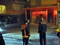 Apartman girişindeki fırında çıkan yangın korkuttu