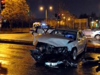 Ankara'da otomobiller çarpıştı: 2 yaralı