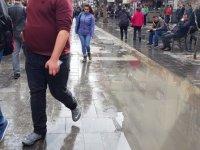Karanfil Sokak kaldırımları bir türlü onarılamıyor
