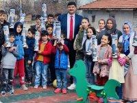 Serhat Oğuz'dan çocuklara satranç takımı