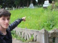 Bir garip mezarlık