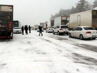 Nisan'da kar şoku: Yollar kapandı araçlar yolda kaldı