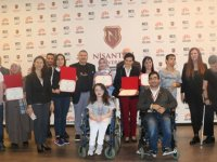 Engelli öğrencilerin annelerine diploma