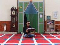 Görme engeli Kur'an-ı Kerim aşkından alıkoymadı
