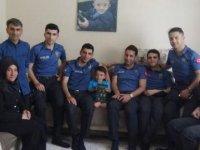Polisler minik Muhammet'i sevindirdi
